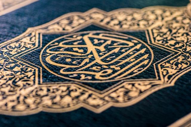 Quran (640x427)